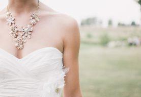 Čeká Vás ples či plánujete tematickou zimní svatbu?