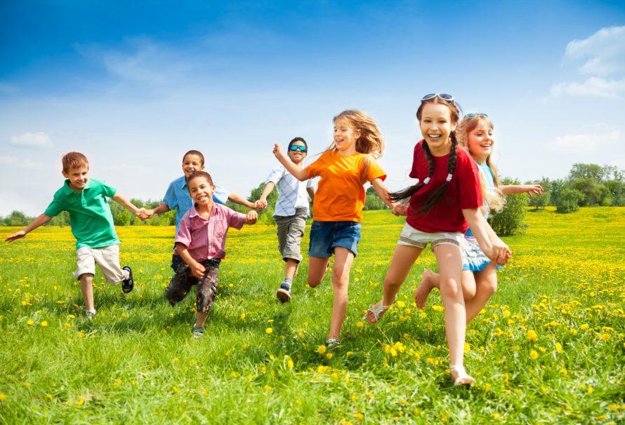 Léto začalo: jak zabavit dítě během společné dovolené?