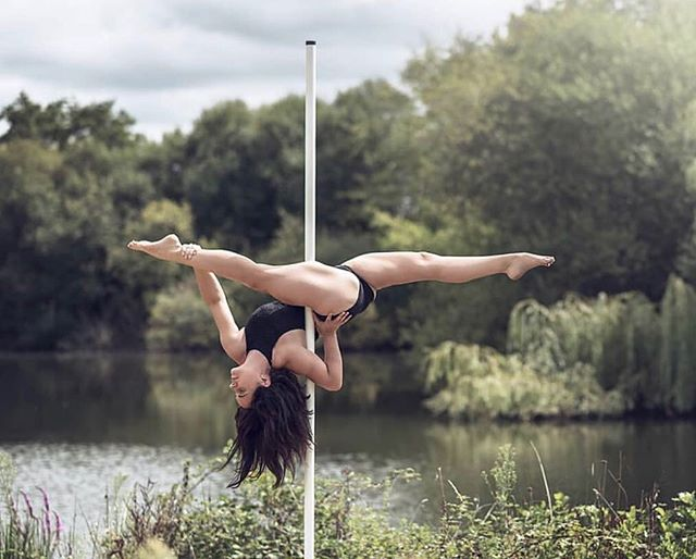 Roztočte to s pole dance