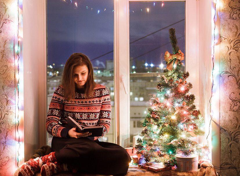 Vánoční osvětlení kouzlí na oknech
