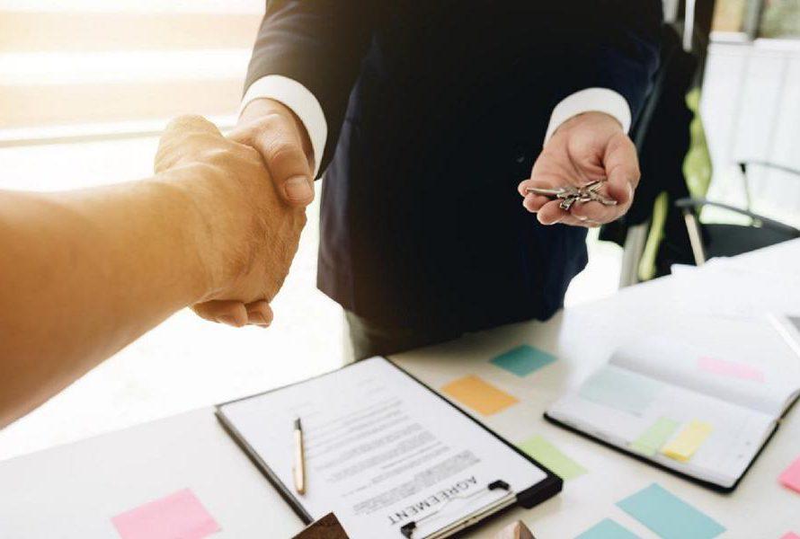 Při koupi nemovitosti dbejte na řádné smluvní náležitosti. Případná opomenutí vás mohou přijít draho