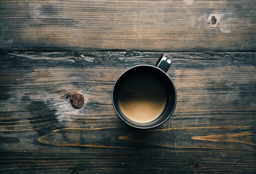 Ruční mlýnek na kávu vám dopřeje soukromý kávový rituál