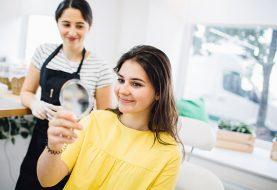 Jak barvit obočí? Zvládnete to z pohodlí domova, nebo se svěříte do péče kosmetičky?