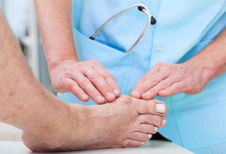5 problémů nohou způsobených nošením špatné obuvi