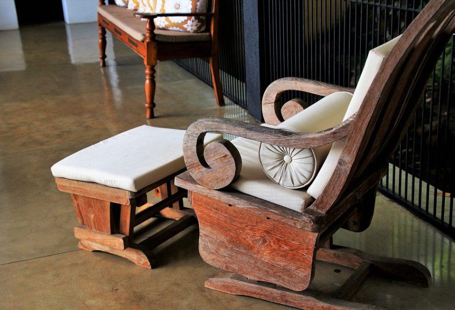 Potřebujete opravit starý nábytek?