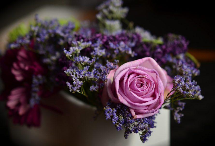 Chcete potěšit svou kamarádku? Rozvoz květin je správnou volbou