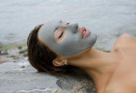 Nadělte pod stromeček pečující kosmetiku zMrtvého moře, která pomáhá léčit kožní problémy